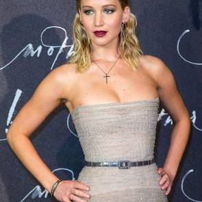 15-Jennifer-Lawrence-Sexy-Paris