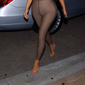 15-Kim-Kardashian-Braless