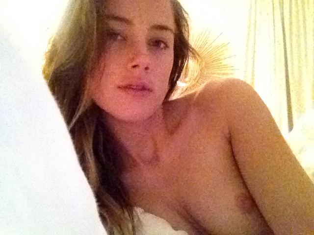 Amber Heard sexy nipples