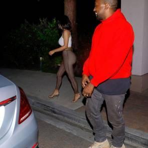 16-Kim-Kardashian-Braless