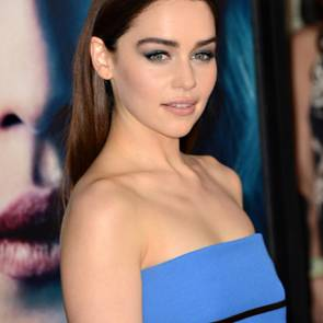 19-Emilia-Clarke-Platinum-Blonde-Dark-Hair-Sexy