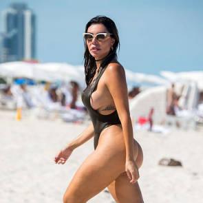 19-Liziane-Gutierrez-Sexy-Bikini