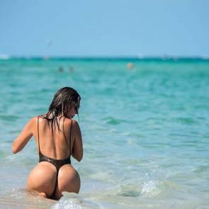20-Liziane-Gutierrez-Sexy-Bikini