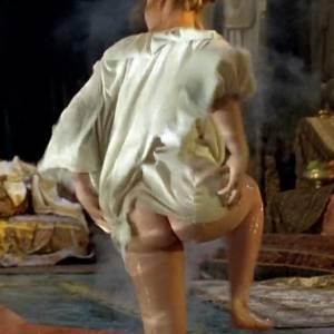 Katherine Heigl Nude Sexy Butt In Prince Valiant Movie