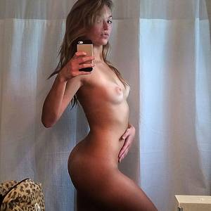Lili Simmons Shows Bare Tits and Ass—Leaked Nudes!