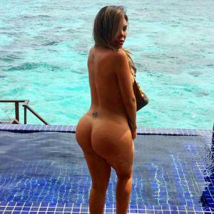 Liziane Gutierrez Goes Nude Again On Instagram (Plus Pussy Paparazzi Pics)