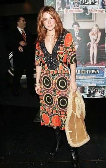 Lynn Collins hot cleavage