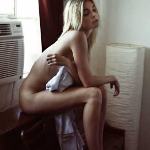 02-Elizabeth-Turner-Topless-Naked