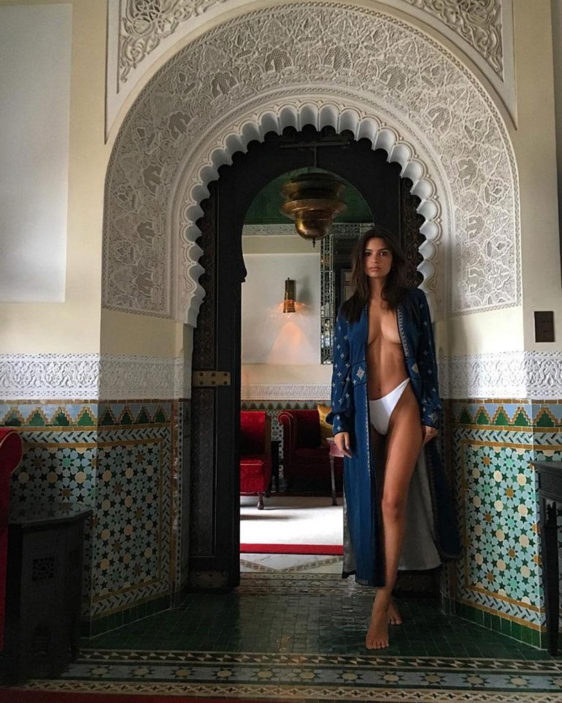 Emily ratajkowski adores topless plus deep cleavage pics nude (47 photo)