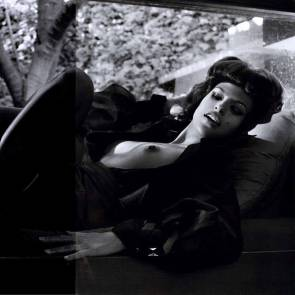 02-Eva-Mendes-Nude