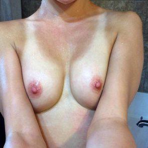 wet Maisie Williams tits