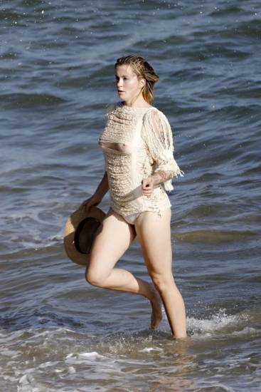 Ireland Baldwin Nude & Topless Pics And Porn Video 51