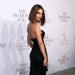 04-Emily-Ratajkowski-Deep-Cleavage-Rihanna-Diamond-Ball