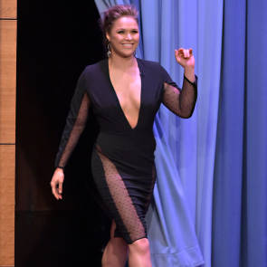 06-Ronda-Rousey-Cleavage