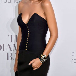 07-Emily-Ratajkowski-Deep-Cleavage-Rihanna-Diamond-Ball