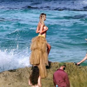 07-Kate-Upton-Sexy-Topless-Falling
