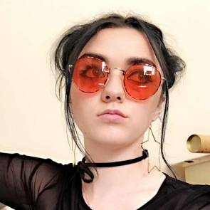 Maisie Williams Nude and Hot Pics & Porn Video [2021] 17