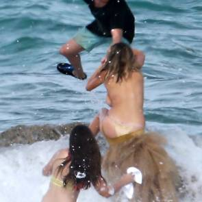 09-Kate-Upton-Sexy-Topless-Falling