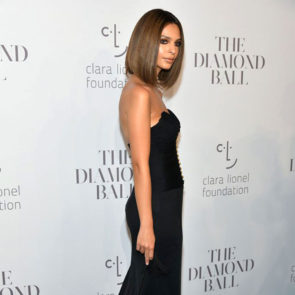 11-Emily-Ratajkowski-Deep-Cleavage-Rihanna-Diamond-Ball