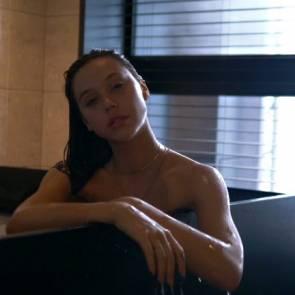 17-Alexis-Ren-Sexy-Nude