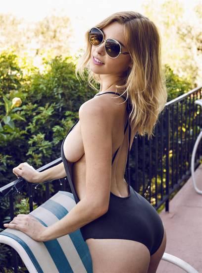 Elizabeth Turner hot side boobs