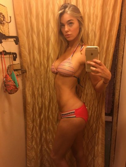 Elizabeth Turner bikini hot selfie