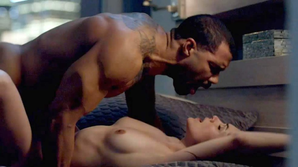 Lela Loren sex on the bed