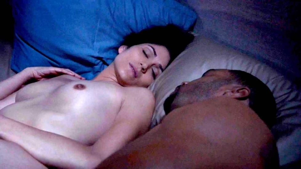 Lela Loren topless in bed