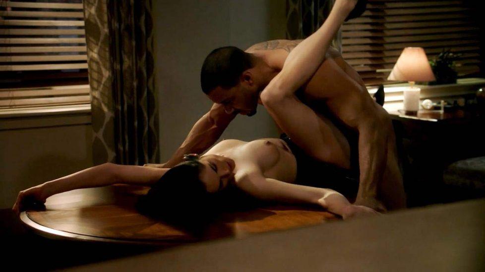 Lela Loren nude tits in sex scene