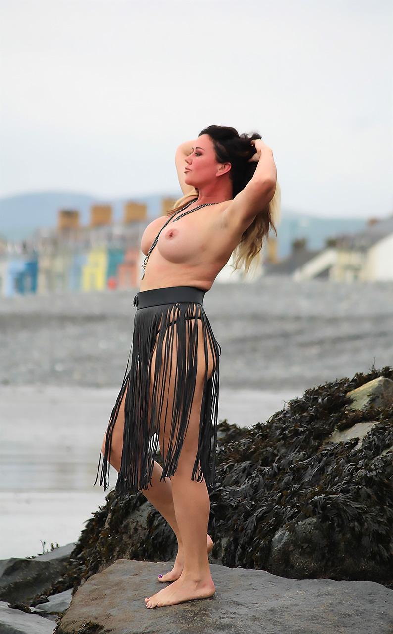 Lisa Appleton Topless And Fat British Piggy - Scandal Planet