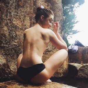 Maisie Williams Nude Leaked Photos – Arya Stark from Game Of Thrones !
