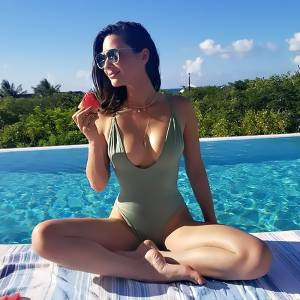 Olivia Munn In Bikini & Braless At MTV VMAs—Her Old Boobs Don't Fall!