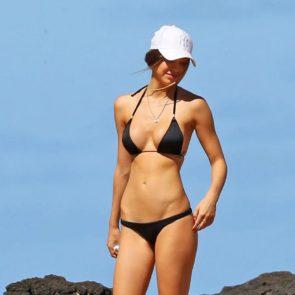 03-Alexis-Ren-Sexy-Paparazzi-Beach-Bikini-Ass
