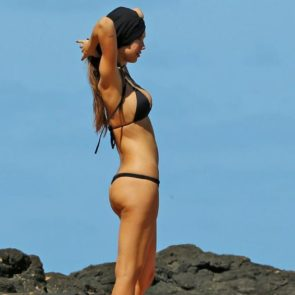 04-Alexis-Ren-Sexy-Paparazzi-Beach-Bikini-Ass