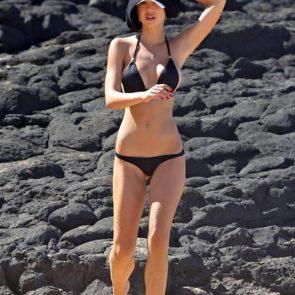 07-Alexis-Ren-Sexy-Paparazzi-Beach-Bikini-Ass