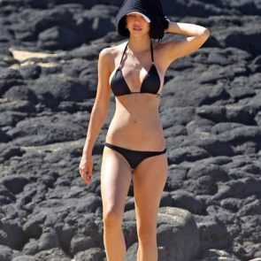 08-Alexis-Ren-Sexy-Paparazzi-Beach-Bikini-Ass