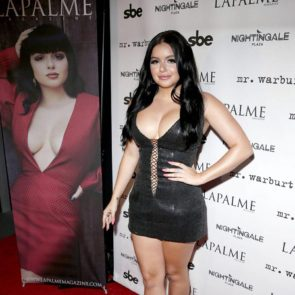 Ariel Winter big cleavage
