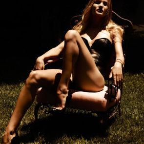 10-Rosie-Huntington-Whiteley-Nude-Sexy-Topless