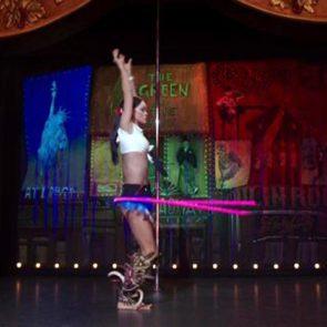 12-Rihanna-Sexy-Dance
