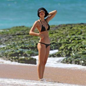 15-Alexis-Ren-Sexy-Paparazzi-Beach-Bikini-Ass