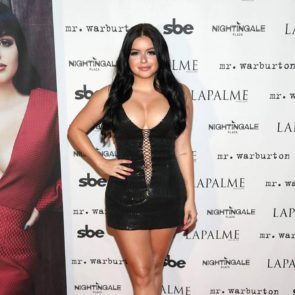 15-Ariel-Winter-Fat-Cleavage-Sexy-Lips