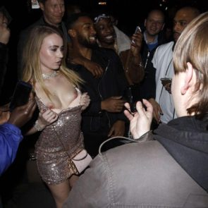 15-Carmel-Anderson-Topless-Ass