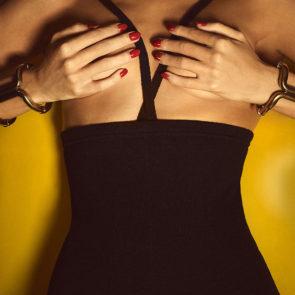 15-Rosie-Huntington-Whiteley-Nude-Sexy-Topless