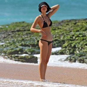 16-Alexis-Ren-Sexy-Paparazzi-Beach-Bikini-Ass