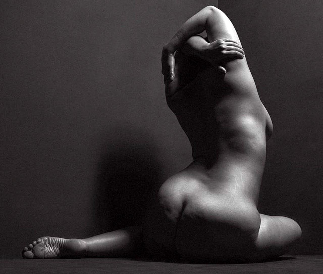 naked models Plus pics size