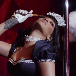 16-Rihanna-Sexy-Dance