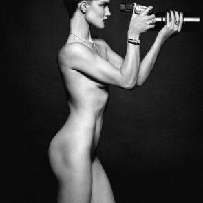 21-Rosie-Huntington-Whiteley-Nude-Sexy-Topless