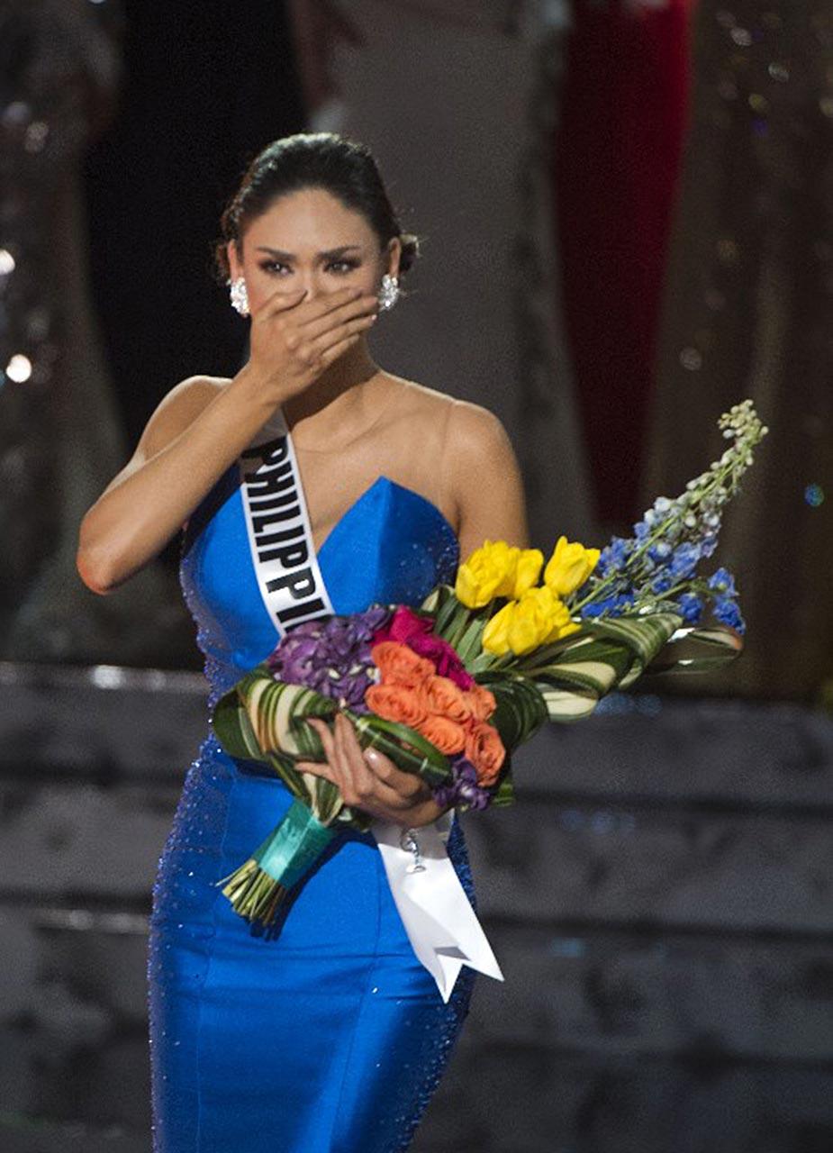 Miss Universe Pia Wurtzbach Almost Nude Shows Her Body In Bikini! - Scandal Planet