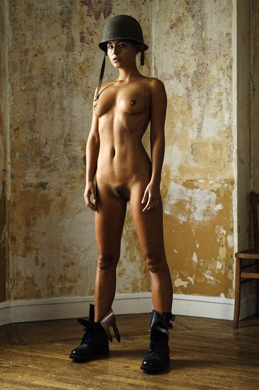 foto Marisa papen poses nude train