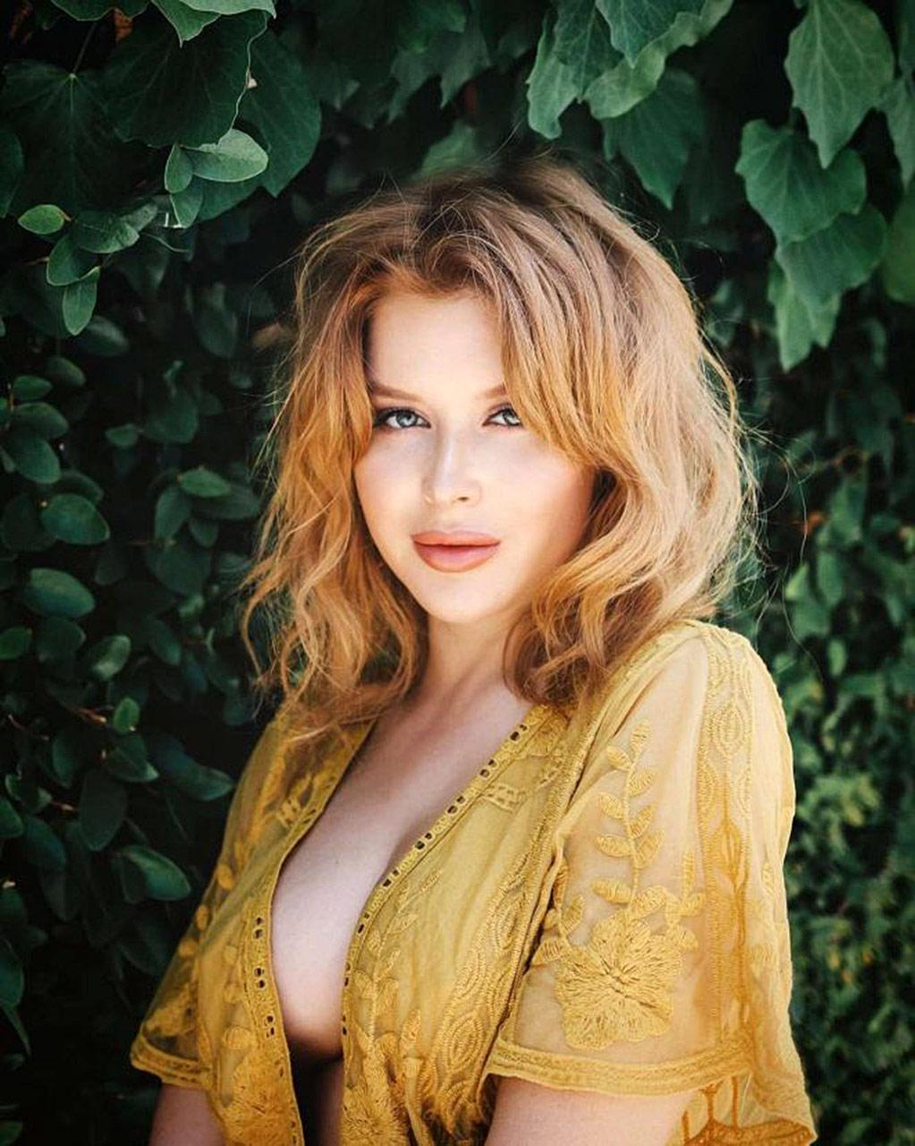 Beautiful nude babe pics